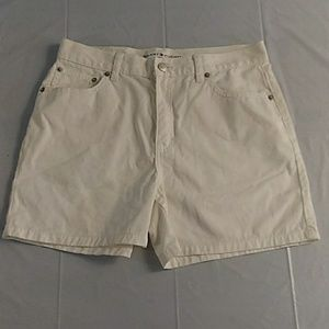 Tommy Hilfiger womens size 6 jean shorts